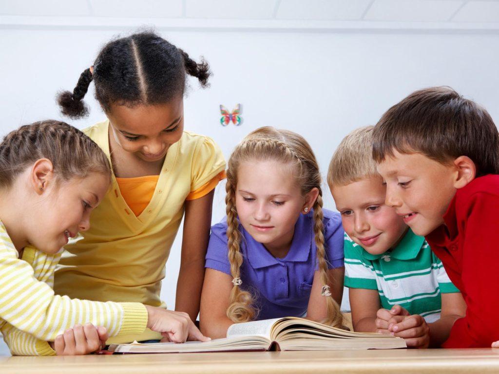 Como ajudar os filhos com a retomada das aulas presenciais?